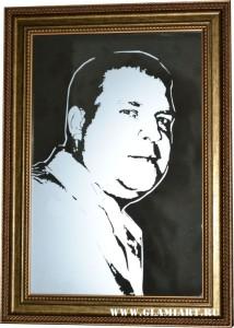Портрет на зеркале в технике рисунок, матирование