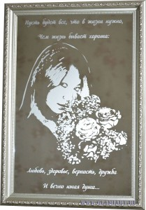 Портрет на зеркале Девочка с цветами, техника рисунок, матирование