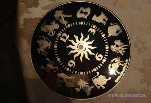 Циферблат на бронзовом зеркале Зодиак