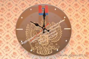 Часы на зеркале Гербовые