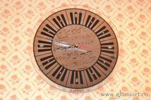 Часы на серебряном зеркале Музыка