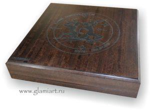 Ящик из красного дерева для крестиков-ноликов