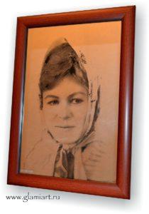 Портрет-гравюра на зеркале Девушка в платке