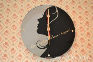 Часы на зеркале Время бесценно